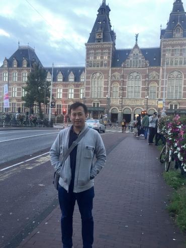 Di depan Museumplein