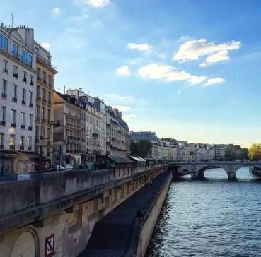 Pemandangan di seberang Notredame