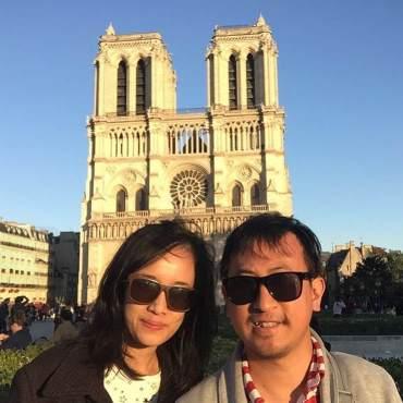 Di depan Basilica Notredame